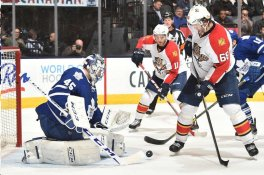 Jagr didn't score on this play in front of the net but made a nice deflection from 150' away to score an empty net goal